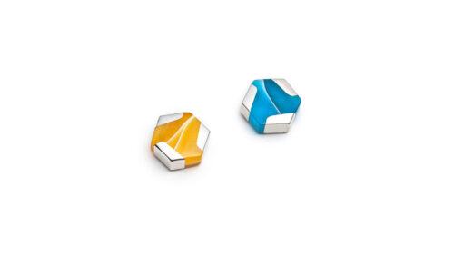Boucles d'oreilles mini hexagonales dépareillées jaunes et turquoises