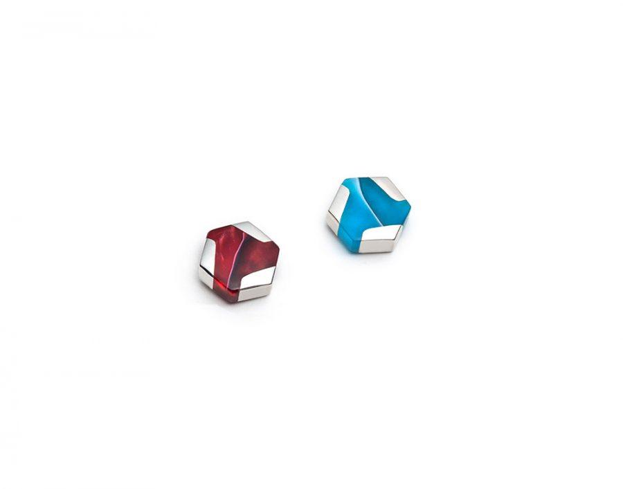 Boucles d'oreilles mini hexagonales dépareillées rouges et turquoises